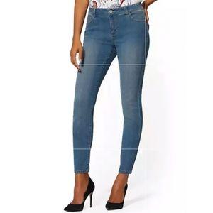 MidRise Essential Skinny Jeans - Razor Blue Size 8
